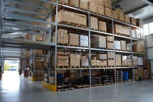 Palettenregal verzinkt Halle 300x200 - Palettenregale für den Innen- und Außenbereich