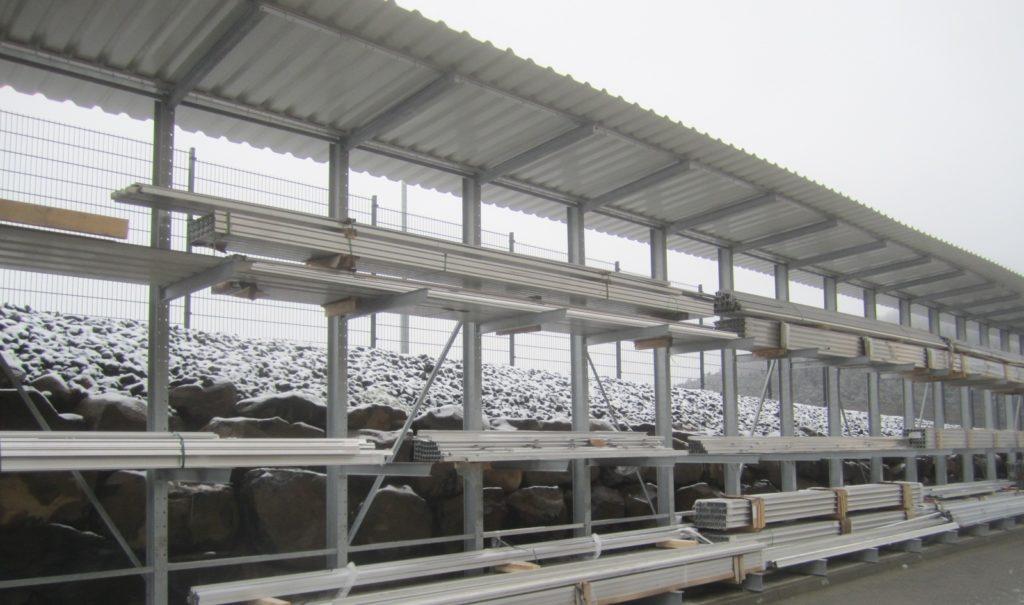 Kragarmregal einseitig mit Dach Winter 1 1024x605 - zubehoer ueberdachung
