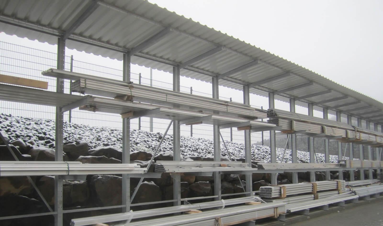 Kragarmregal einseitig mit Dach Winter 1 - Kragarmregal mit Dach